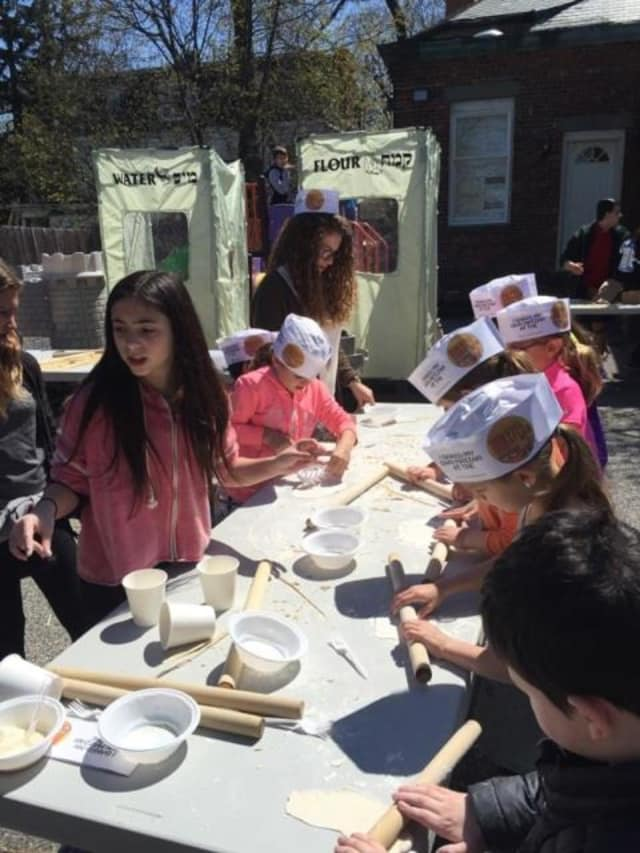 Youth at Chabad of the Rivertowns learned the 15 steps of the seder. Here, they learned to make Matza.